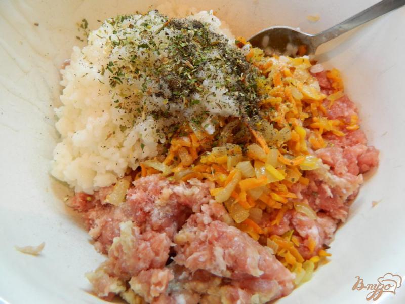 Фото приготовление рецепта: Фаршированный перец мясом и рисом, в духовке шаг №5