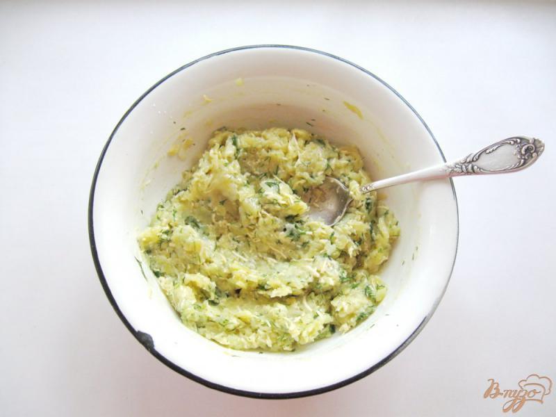 Фото приготовление рецепта: Картофельные лепешки с сыром шаг №5