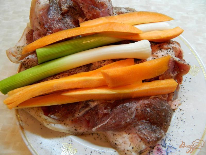 Фото приготовление рецепта: Рулет из свиной рульки запеченный в духовке шаг №4
