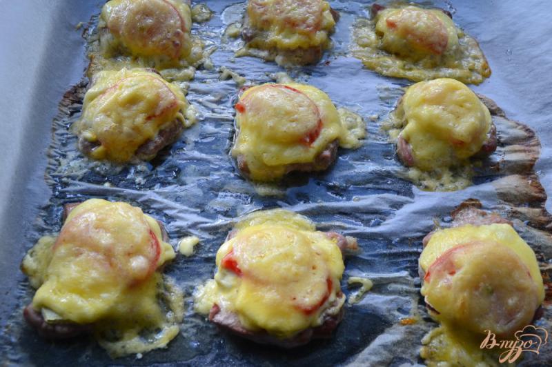 Фото приготовление рецепта: Свиные медальоны с кабачком и сыром в духовке шаг №6