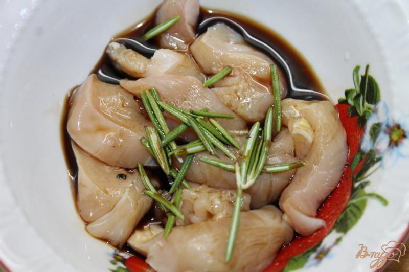 Фото приготовление рецепта: Салат « Цезарь» с курицей и перепелиными яйцами шаг №1