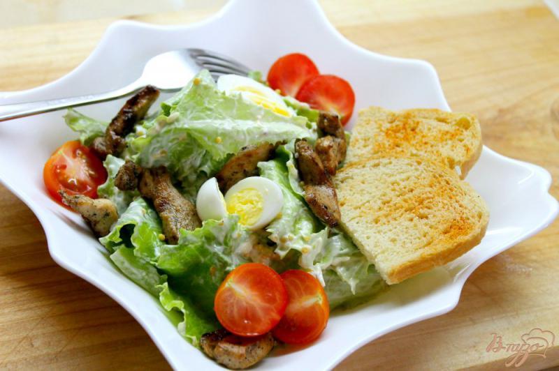 Фото приготовление рецепта: Салат « Цезарь» с курицей и перепелиными яйцами шаг №7