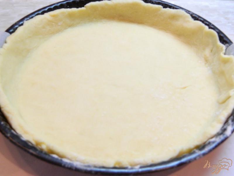Фото приготовление рецепта: Открытый пирог с творогом и клубникой шаг №5