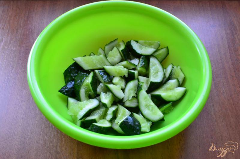 Фото приготовление рецепта: Китайский салат из битых огурцов шаг №4