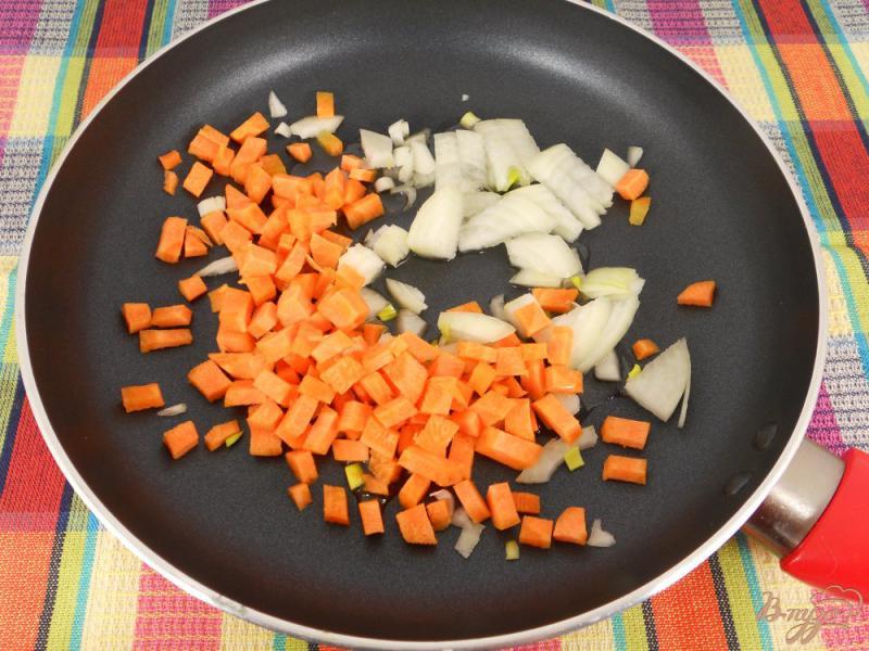 Фото приготовление рецепта: Картофельный суп с колбасой шаг №4