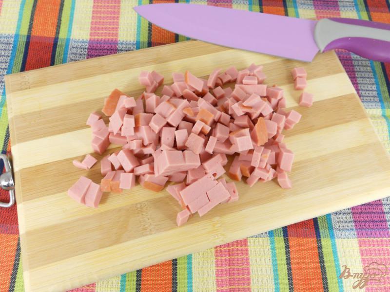 Фото приготовление рецепта: Картофельный суп с колбасой шаг №2