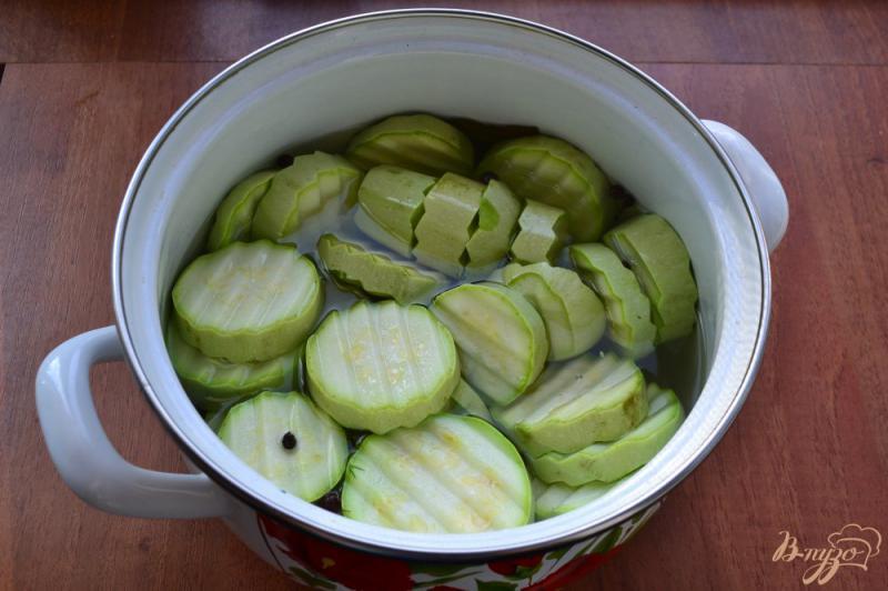 Фото приготовление рецепта: Маринованные кабачки на зиму «Болгария» шаг №4