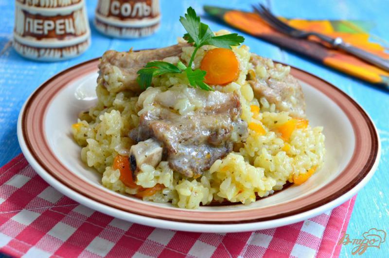 Фото приготовление рецепта: Рис со свиными ребрышками в мультиварке шаг №5