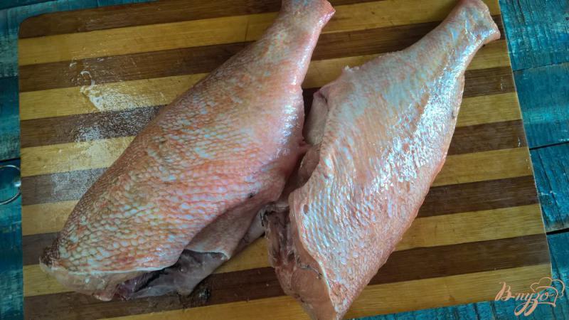 Фото приготовление рецепта: Морской окунь на мангале с лаймом и мятой шаг №2