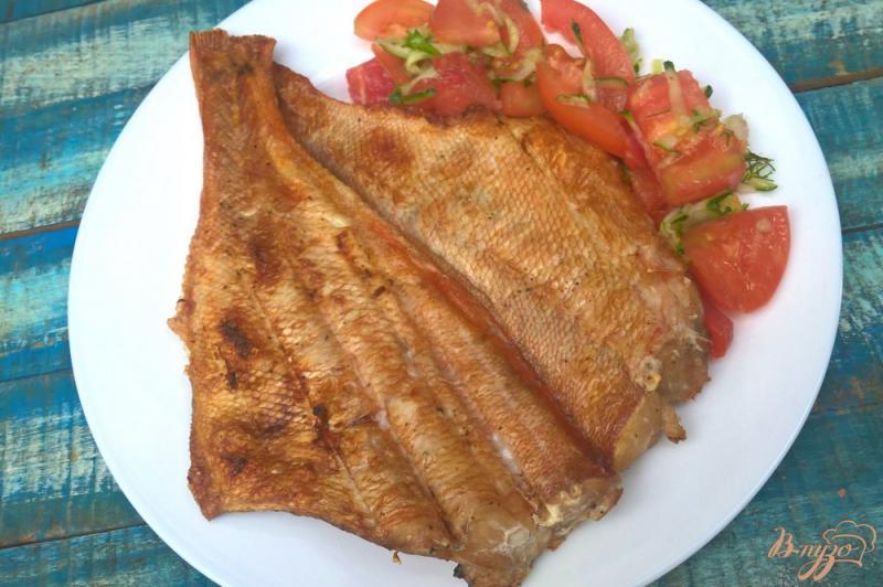 Фото приготовление рецепта: Морской окунь на мангале с лаймом и мятой шаг №7