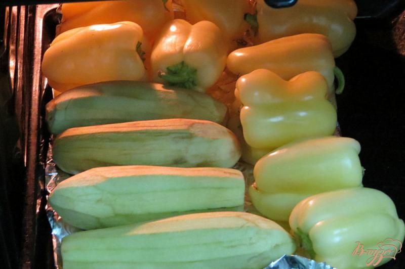 Фото приготовление рецепта: Закуска из запеченных баклажанов и перца шаг №2