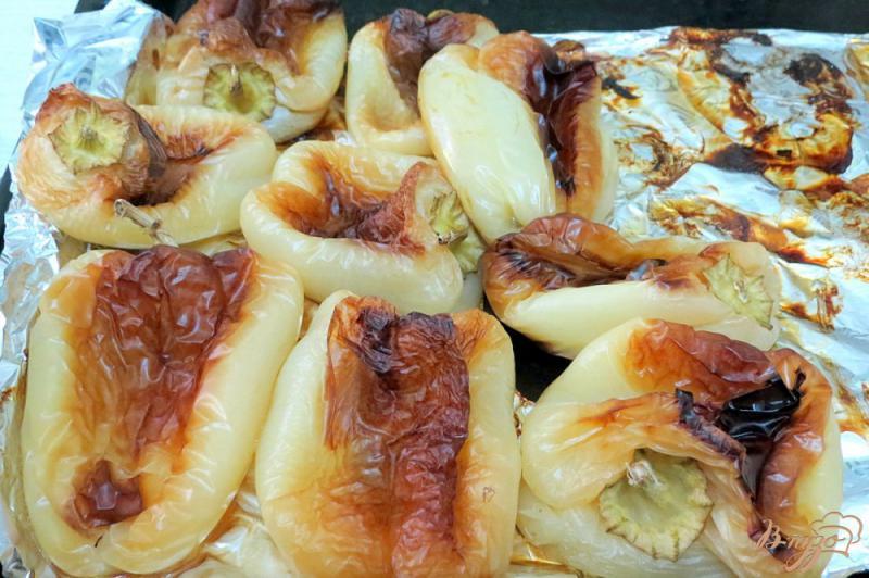 Фото приготовление рецепта: Закуска из запеченных баклажанов и перца шаг №4