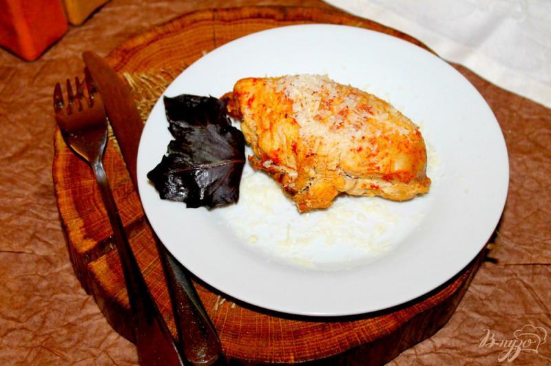 Фото приготовление рецепта: Куриная грудка фаршированная твердым сыром и помидорами шаг №7