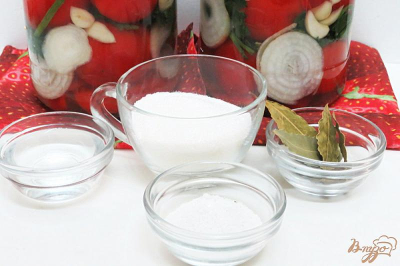 Фото приготовление рецепта: Помидоры маринованные на зиму *Пальчики оближешь* шаг №5