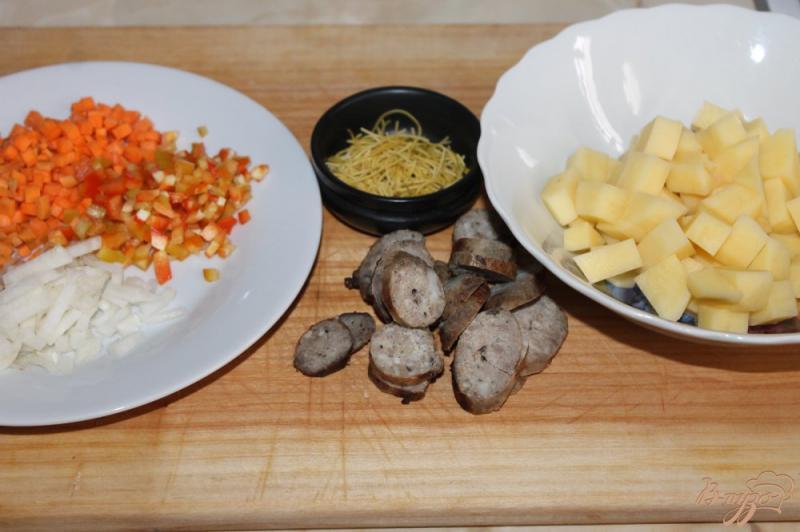 Фото приготовление рецепта: Суп с домашней колбасой и вермишелью шаг №1