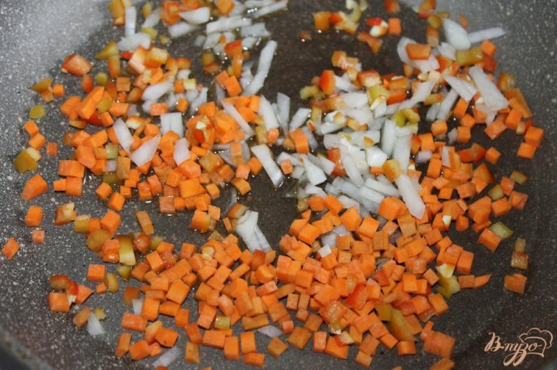 Фото приготовление рецепта: Суп с домашней колбасой и вермишелью шаг №3