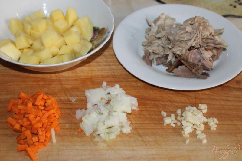 Фото приготовление рецепта: Картофельный суп с курицей и сливками шаг №1