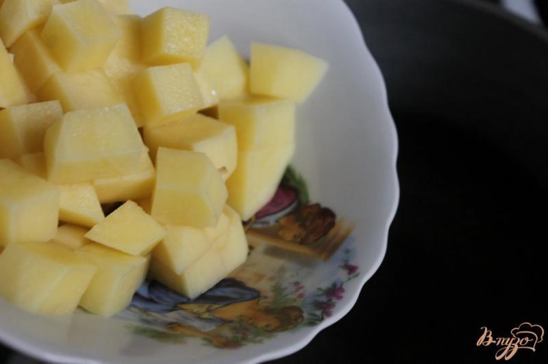 Фото приготовление рецепта: Картофельный суп с курицей и сливками шаг №2