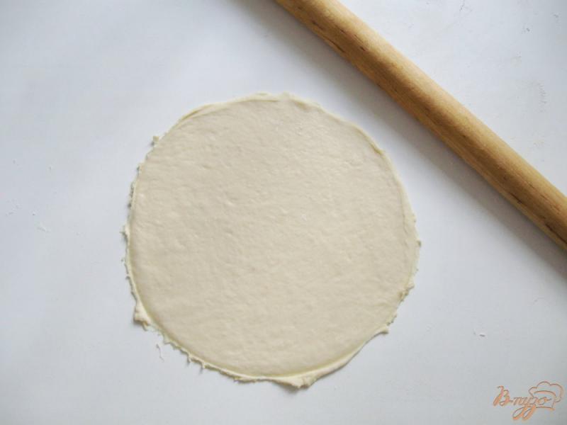 Фото приготовление рецепта: Круассаны из быстрого слоеного теста шаг №2