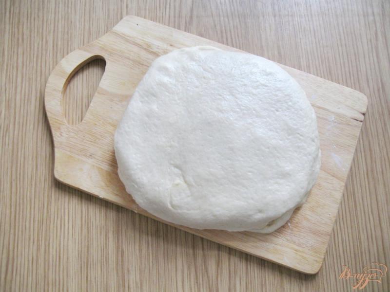 Фото приготовление рецепта: Круассаны из быстрого слоеного теста шаг №4