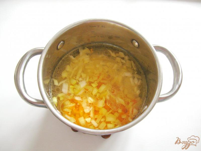 Фото приготовление рецепта: Гречневый суп с шампиньонами шаг №2