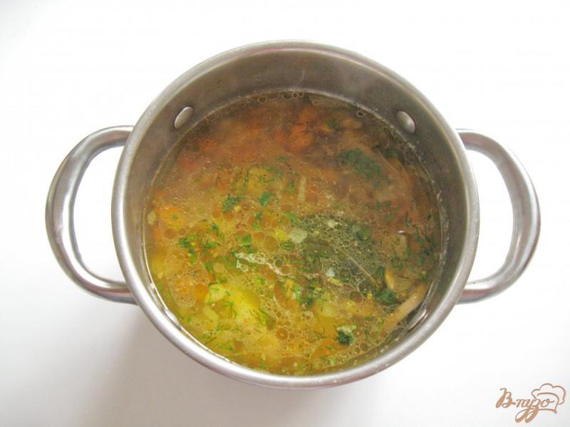 Фото приготовление рецепта: Гречневый суп с шампиньонами шаг №5