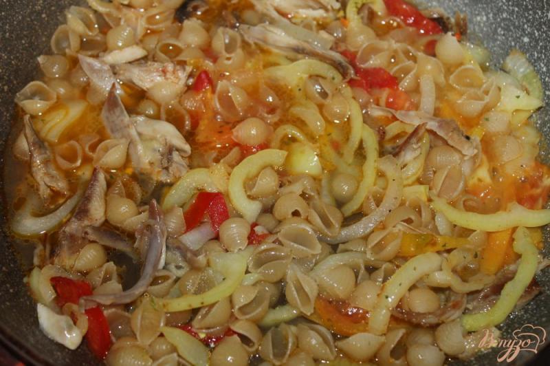Фото приготовление рецепта: Тушеные макаронные ракушки с мясом и овощами шаг №5