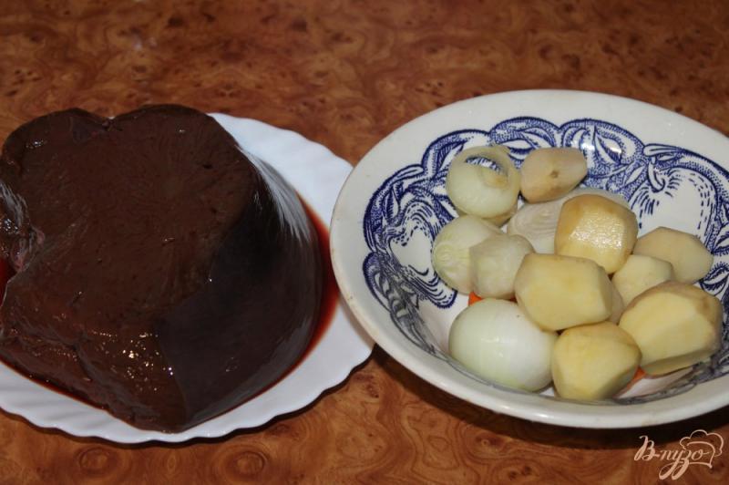 Фото приготовление рецепта: Печеночные котлеты с картофелем, луком и морковью шаг №1
