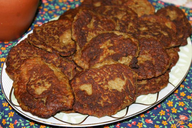 Фото приготовление рецепта: Печеночные котлеты с картофелем, луком и морковью шаг №8