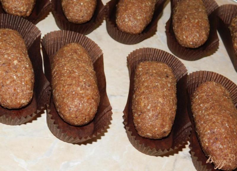 Фото приготовление рецепта: Пирожное «картошка» из сухарей шаг №3
