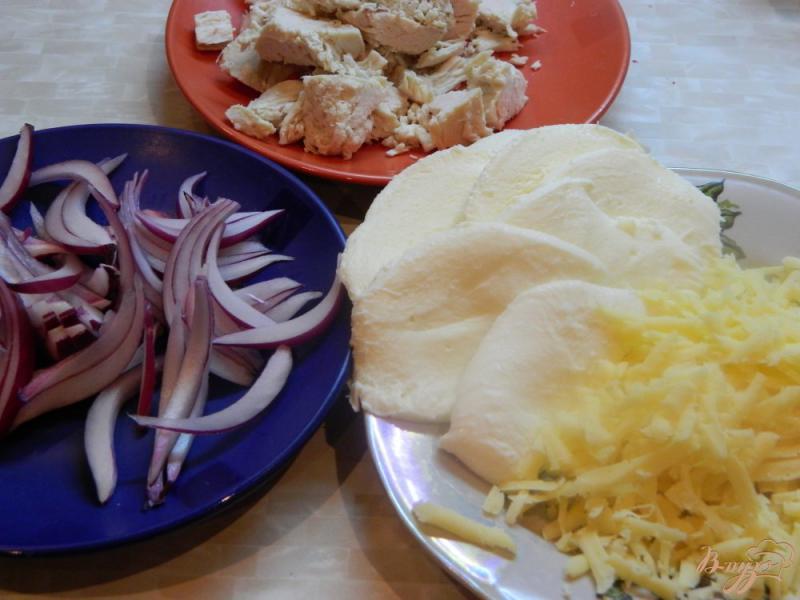 Фото приготовление рецепта: Запеканка из картофельного пюре, куриного филе и моцареллы шаг №2