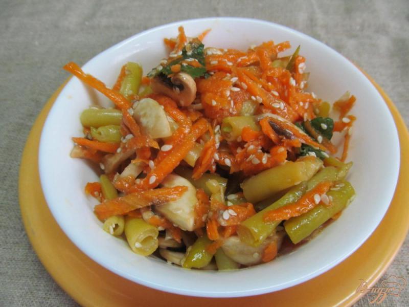 Фото приготовление рецепта: Морковный салат с грибами и фасолью шаг №5