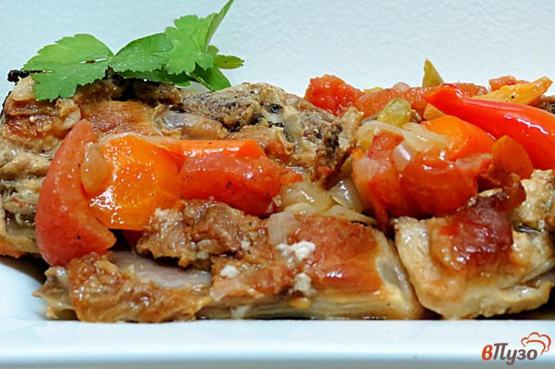 Фото приготовление рецепта: Свиные рёбра с овощами (на сковороде) шаг №10