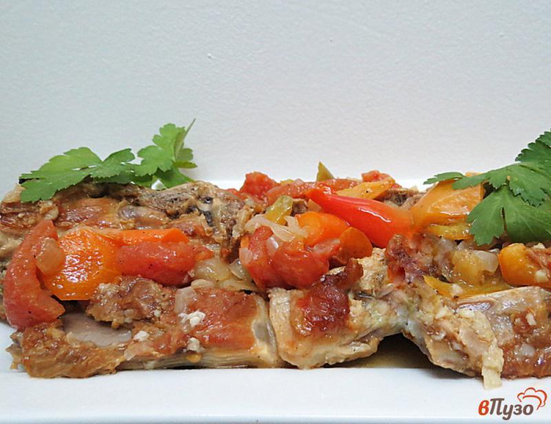 Фото приготовление рецепта: Свиные рёбра с овощами (на сковороде) шаг №11
