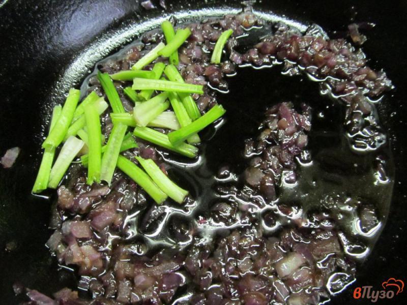 Фото приготовление рецепта: Салат из шпината с яйцом шаг №2