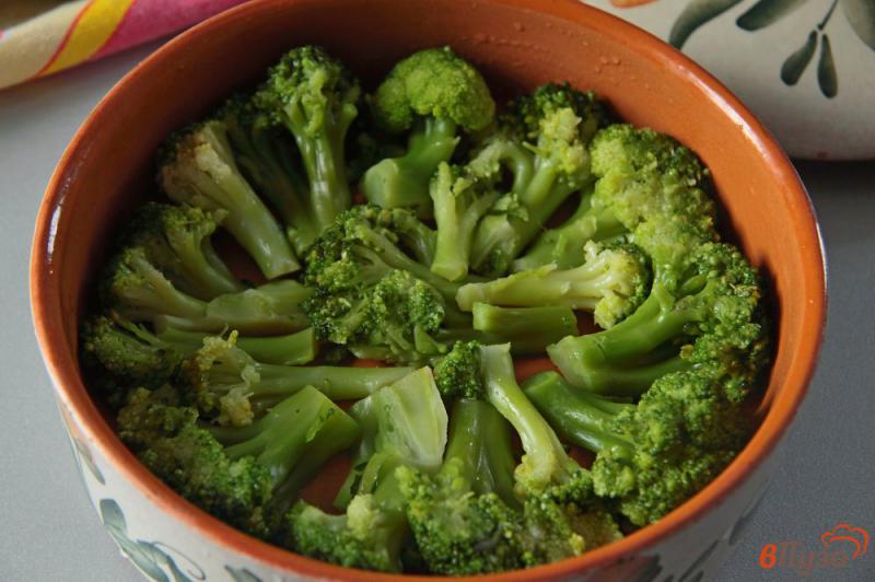 Фото приготовление рецепта: Запеканка из брокколи с сыром и яйцами шаг №5