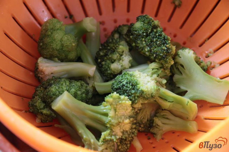 Фото приготовление рецепта: Запеканка из брокколи с сыром и яйцами шаг №1