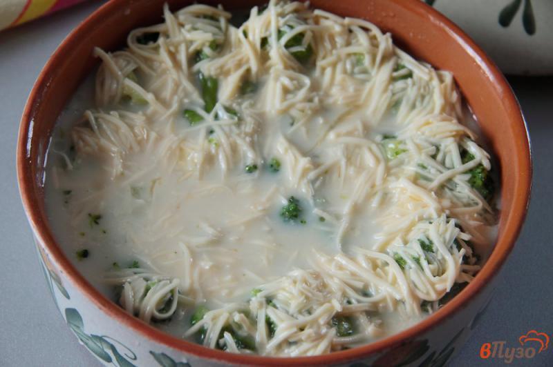 Фото приготовление рецепта: Запеканка из брокколи с сыром и яйцами шаг №6