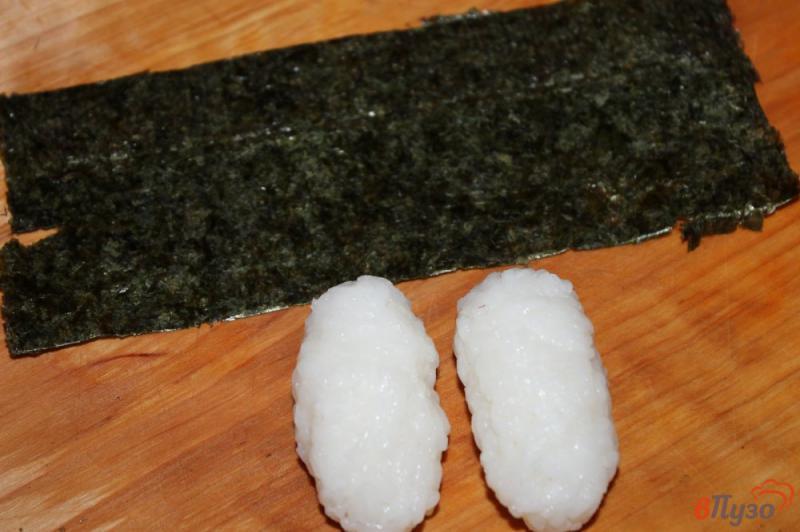 Фото приготовление рецепта: Гункан - суши с лососем и кунжутом шаг №1
