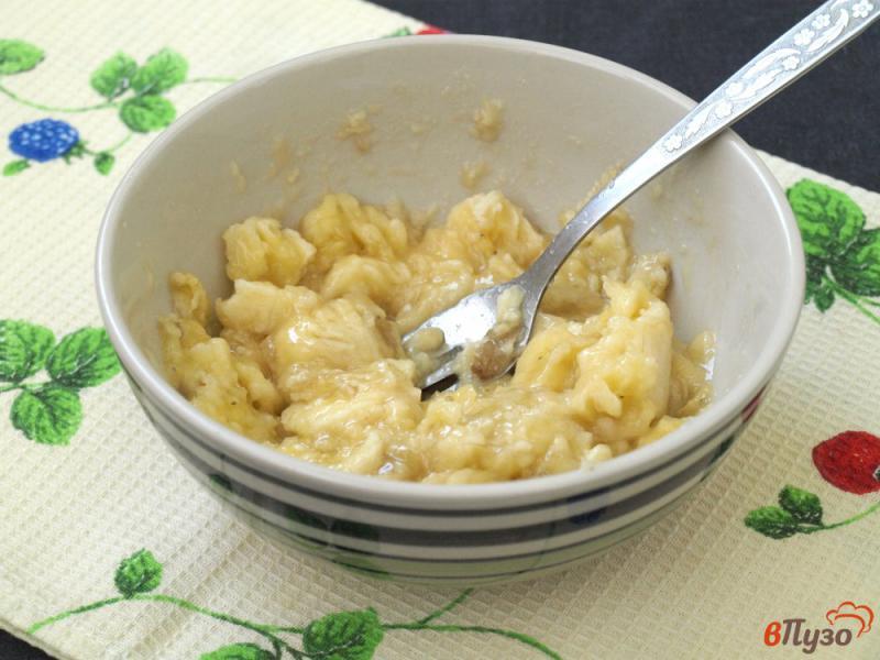 Фото приготовление рецепта: Творожно-банановые оладьи шаг №1