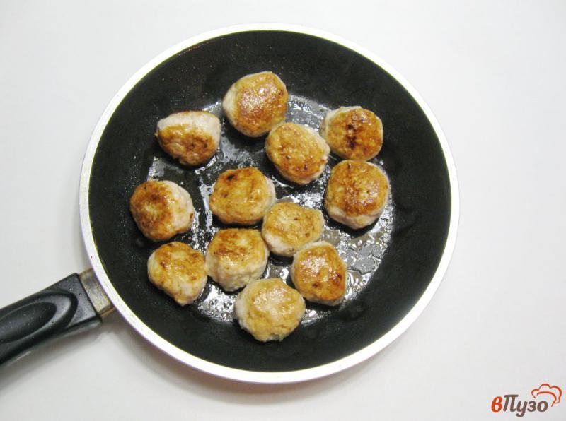 Фото приготовление рецепта: Фрикадельки с картофелем в духовке шаг №5