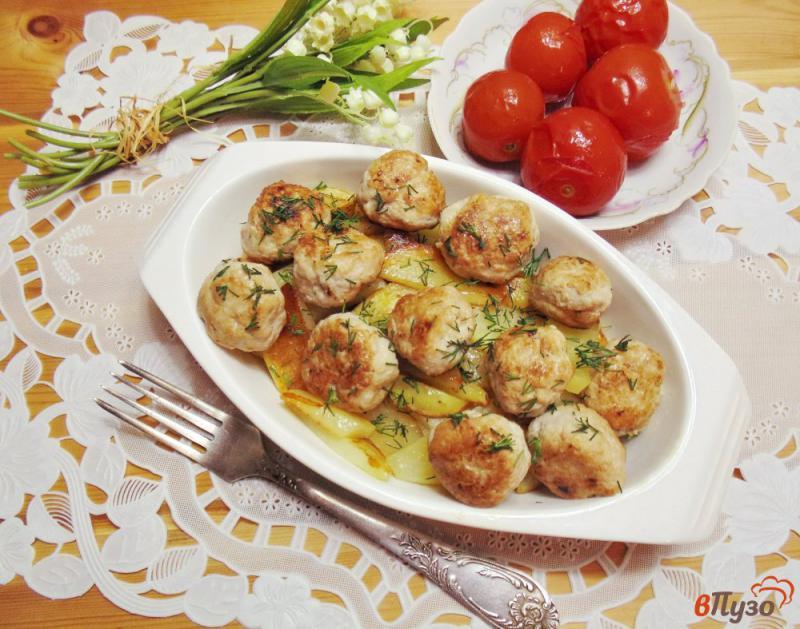 Фото приготовление рецепта: Фрикадельки с картофелем в духовке шаг №8