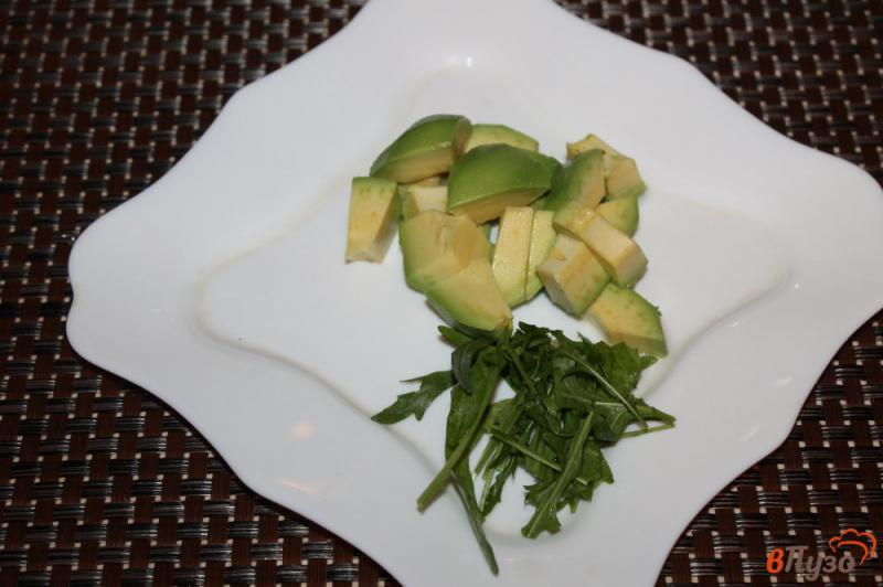 Фото приготовление рецепта: Паста из авокадо с рукколой и крем - сыром шаг №2
