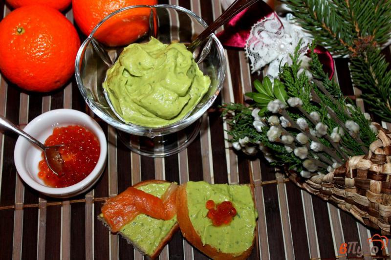 Фото приготовление рецепта: Паста из авокадо с рукколой и крем - сыром шаг №5