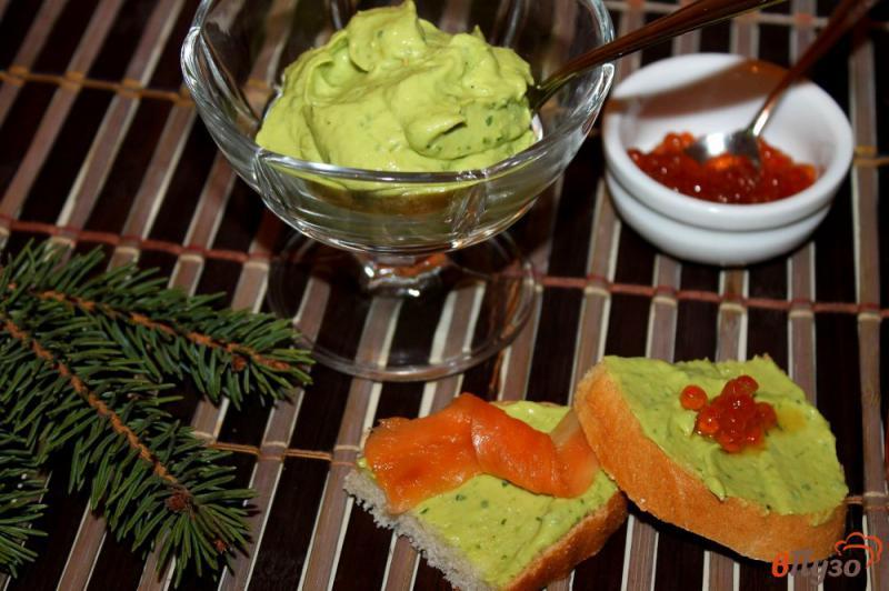 Фото приготовление рецепта: Паста из авокадо с рукколой и крем - сыром шаг №4