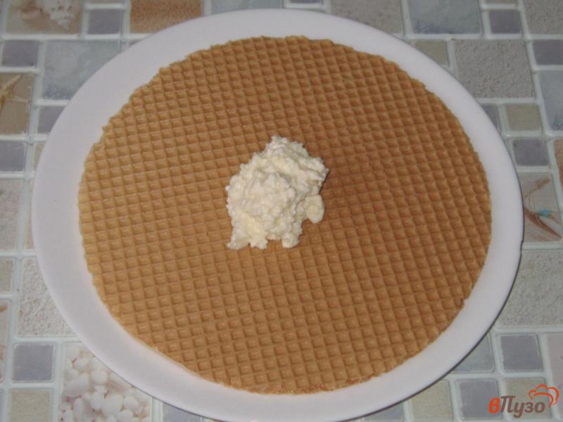 Фото приготовление рецепта: Вафельный торт с творожным кремом шаг №4
