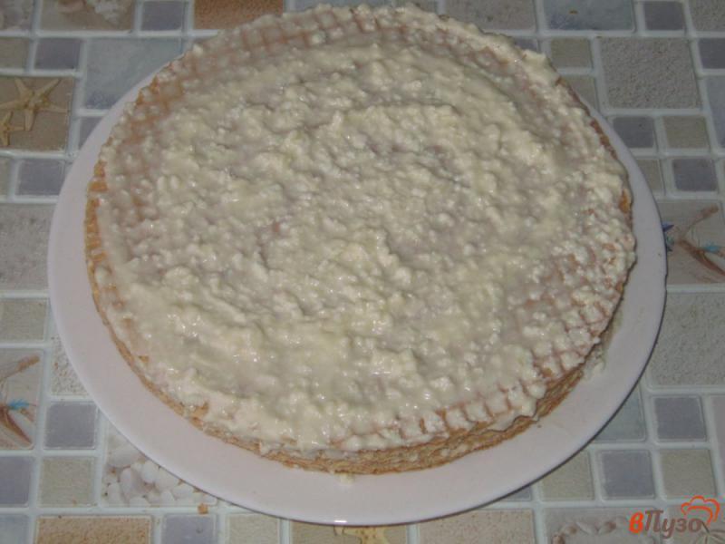 Фото приготовление рецепта: Вафельный торт с творожным кремом шаг №6