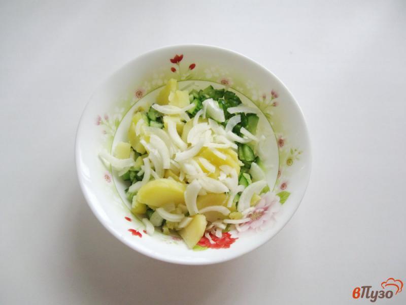 Фото приготовление рецепта: Салат из свежих огурцов и картофеля шаг №4
