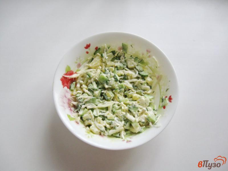 Фото приготовление рецепта: Салат из свежих огурцов и картофеля шаг №8