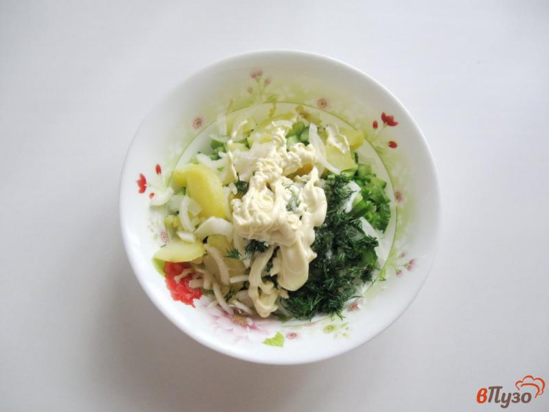 Фото приготовление рецепта: Салат из свежих огурцов и картофеля шаг №7